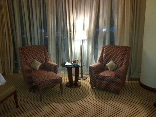 Marriott Marquis City Center Doha Hotel: Sitting area in room