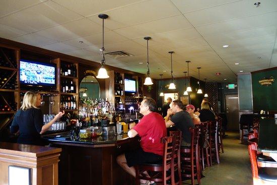 Wild Vine Bistro : The bar is where it's happenin'
