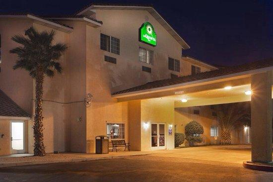 La Quinta Inn Las Vegas Nellis: Front entry