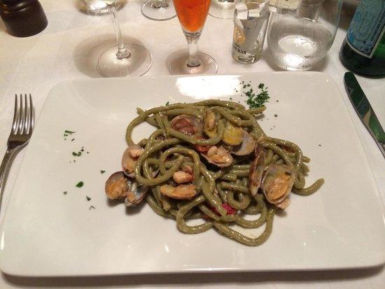 Blu Notte : Spaghetti con menta, vongole...