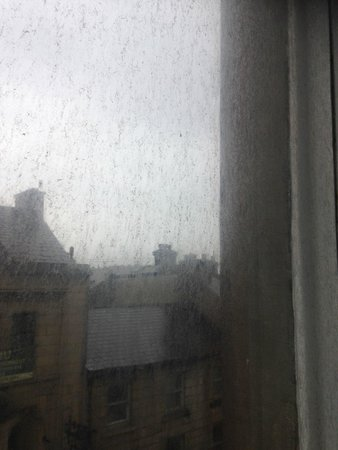 Royal Kings Arms: extremely dirty windows