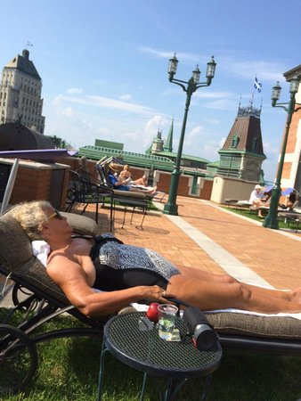 Fairmont Le Chateau Frontenac : Elegant Quiet roof top sunning swimming spa area all included