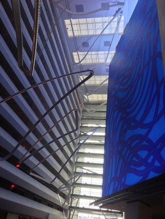Conrad New York : The soaring lobby
