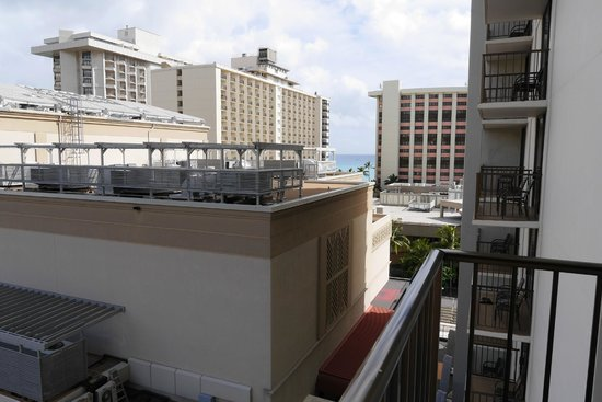 Holiday Inn Resort Waikiki Beachcomber: 低層階からの眺め