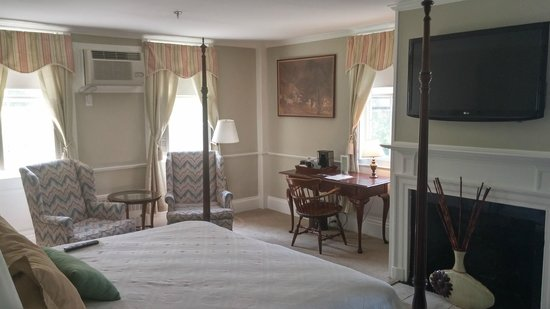 Concord's Colonial Inn: Historic Room 24 (The Haunted Room!)
