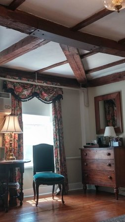 Concord's Colonial Inn: Historic Wing Room