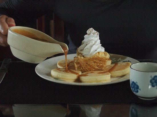 The Last Frontier Boutique Resort: pancakes for breakfast