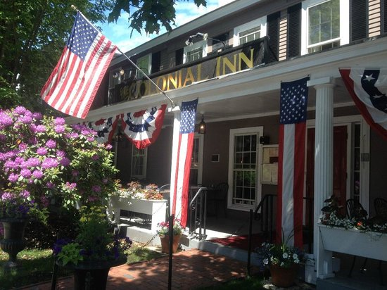 Concord's Colonial Inn: Entrance to the Inn
