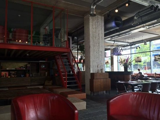 Volkshotel: Reception/Bar
