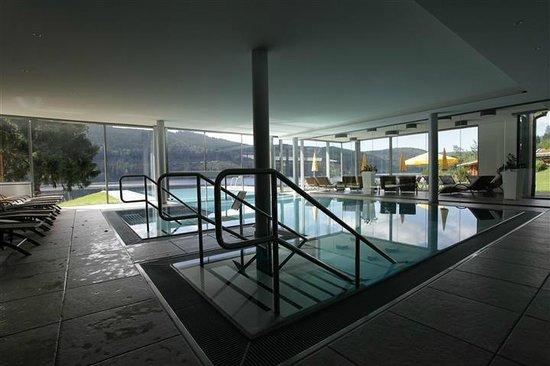 Seehotel Wiesler: Schwimmbad mit Innen und Aussenbecken