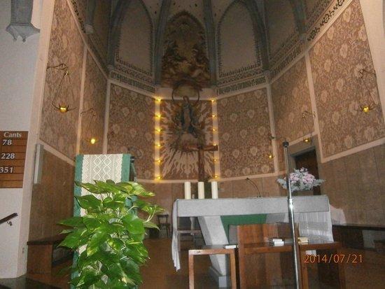 Hotel Merce: В церкви, напротив отеля
