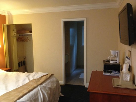 Super 8 Monterey/Carmel: Room