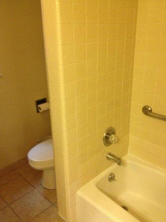 Super 8 Monterey / Carmel : Bath