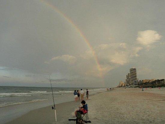 Georgian Inn Beach Club: rainbow after the daily 10 minute showers