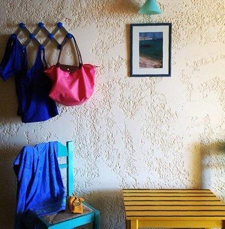 كافوس باي هوتل آند ستديوز: This photo makes me remember how simple and sweet life is in Ikaria, and at Cavos Bay...