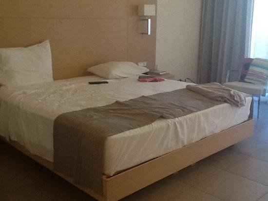 Island Blue Hotel: the very comfy bed! :D