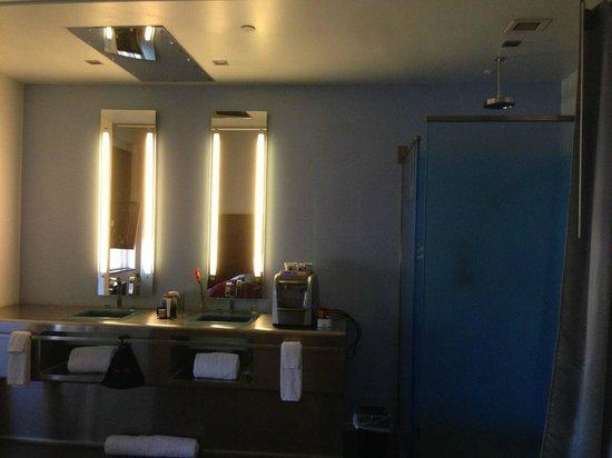 The Keating Hotel by Pininfarina : Toward the bath