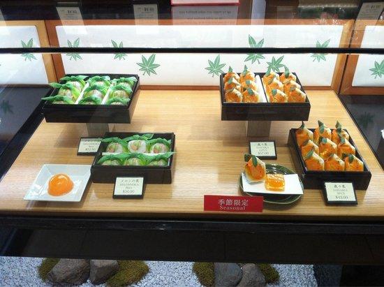 Minamoto Kitchoan : Beautiful presentation!