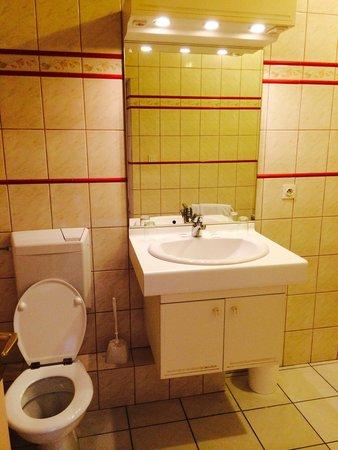 Hotel Restaurant A L'Etoile: Sdb