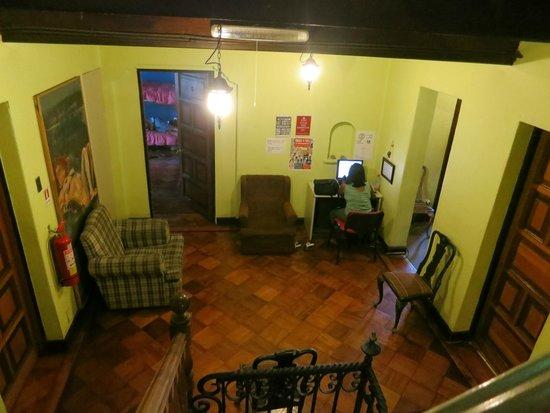 Aji Hostel: computer of every floor