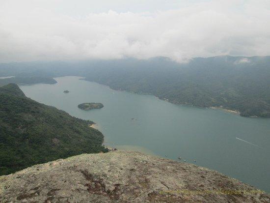 Pao de Acucar Peak: Saco do Mamangua ao fundo