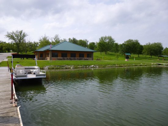 Stanton, IA: Waterfront restaurant & boat dock