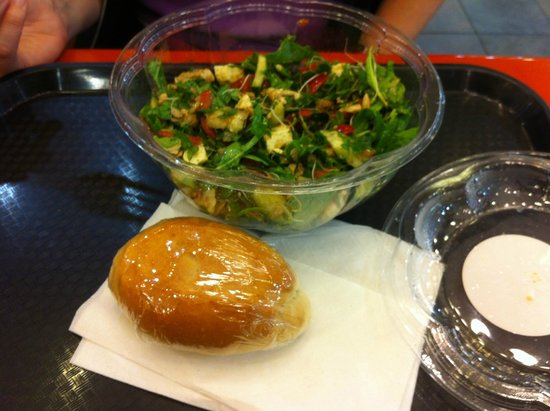 Europa Cafe: Salad and bread