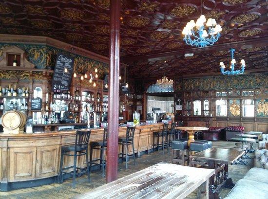 Black Lion Guesthouse: Beautiful pub
