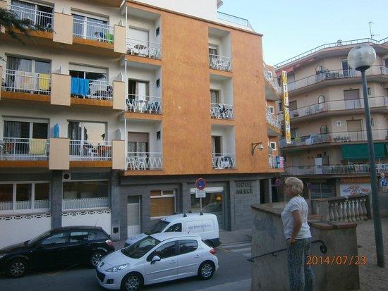 Hotel Merce: Отель, виден наш балкон