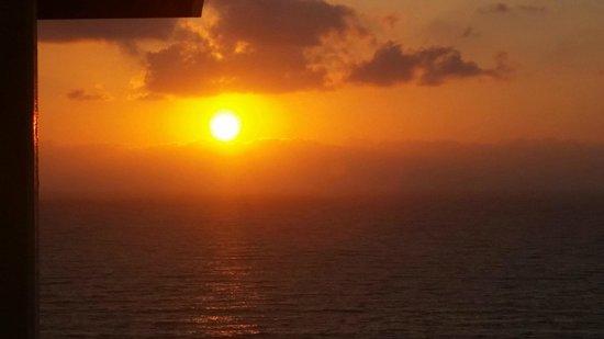 Herods Tel Aviv: Sunset from my hotel balcony