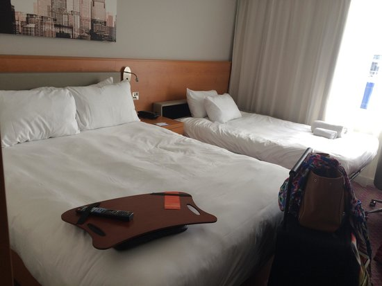 Hampton by Hilton London Gatwick Airport: Room, comfortable beds!