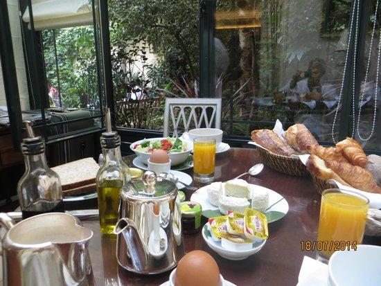 Hotel de l'Abbaye Saint-Germain : Breakfast Served in the Room