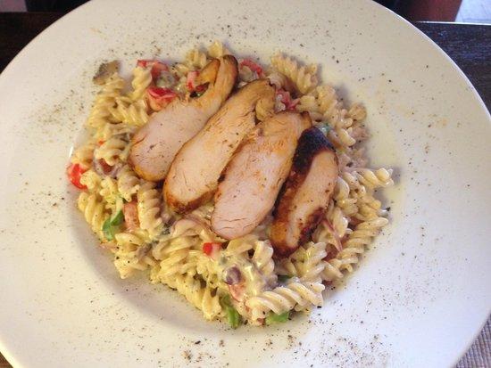 Alafoss Cafe : Pasta Chicken Alfredo