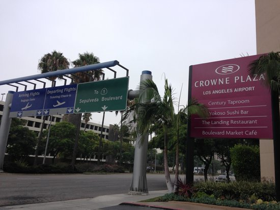 Crowne Plaza Los Angeles International Airport Hotel : Hotel exterior