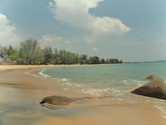 Khaolak Merlin Resort: one end of the beach