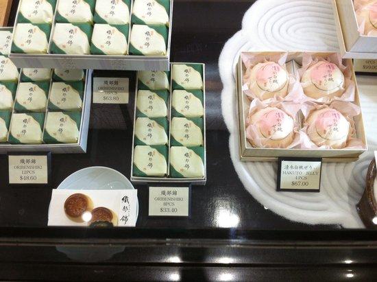 Minamoto Kitchoan : Almost too pretty to eat!