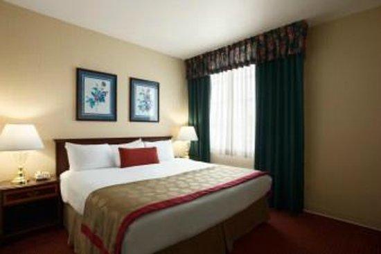 Ramada Ligonier: Junior Suite Bedroom