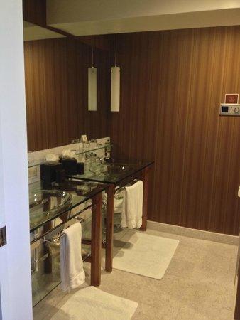 Hutton Hotel : Room