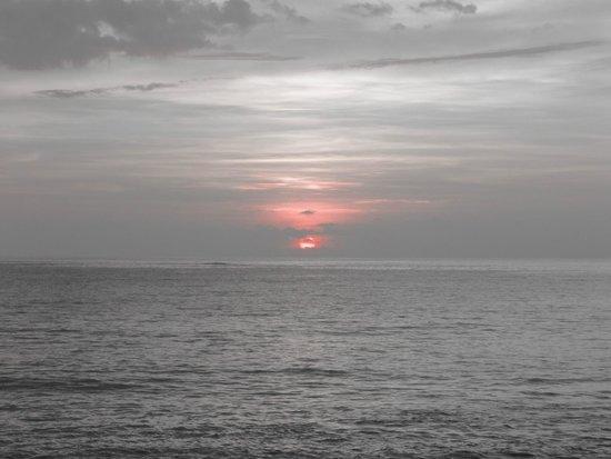 Khaolak Merlin Resort: Sunset from the beach