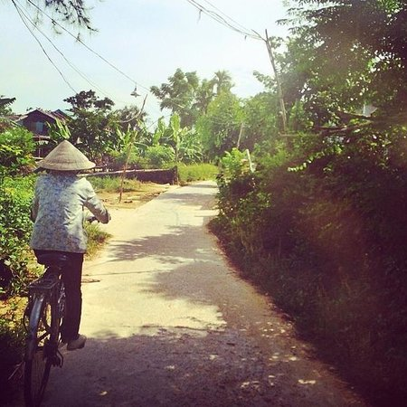 Heaven and Earth Bicycle Tours : Our lovely tour guide 2.0