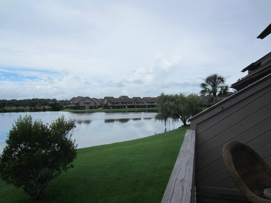 Litchfield Beach & Golf Resort : view of lake and fountain from balcony
