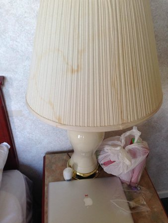 Tropicana Suite Hotel: Stained lampshade