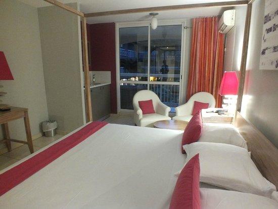 Hôtel La Pagerie : chambre 406, avec machine expresso et 2 dosettes