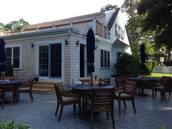 Carriage House Inn : Breakfast in the garden