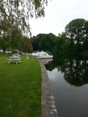 Swan Hotel & Spa: Docks for private boats