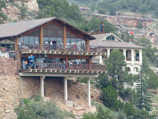 Cave of the Winds: The main lodge