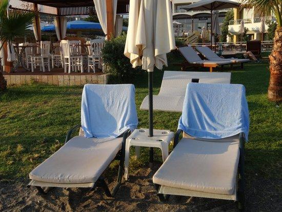 Thalassa Beach Resort: Transats