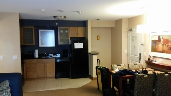 Residence Inn by Marriott Toronto Downtown / Entertainment District: Lounge/Kitchen