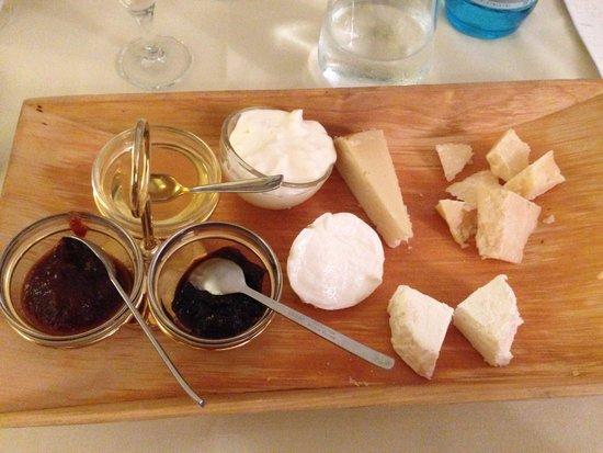 Ristorante La Grotta: Misto di formaggi ricercati buonissimi!!!