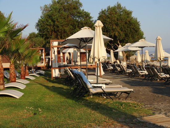 Thalassa Beach Resort: les transats du haut de la plage